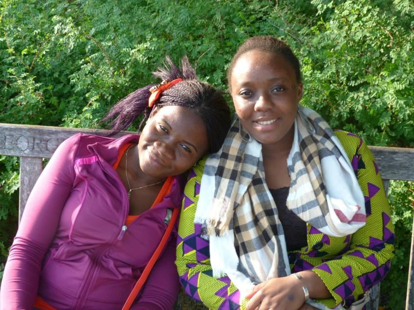 Les deux étudiantes internationales lors d'une sortie aux Jardins de Métis.